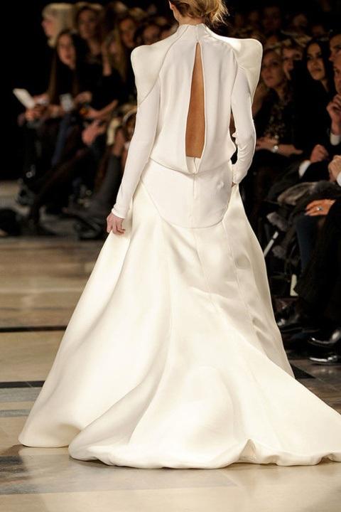 vestido-manga-larga-y-hombes-abullonados-novia1